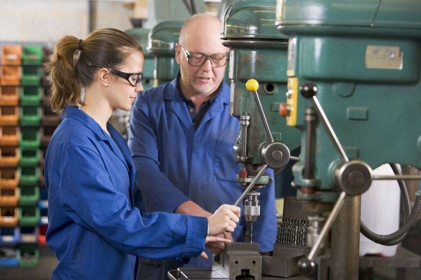 Jelentősen csökkenhet a munkásként dolgozók bére