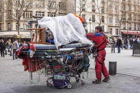 depositphotos_62279131-stock-photo-paris-france-on-march-26