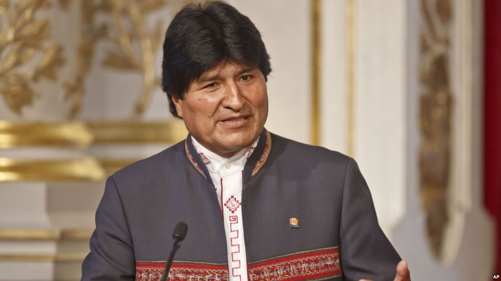 Bolivia's President Evo Morales gestures as he speaks to the media during a joint media conference with France's President Francois Hollande at the Elysee Palace in Paris, France, Monday, Nov. 9, 2015. Bolivia's President Evo Morales is in Paris to sign bilateral agreements. (AP Photo/Michel Euler)