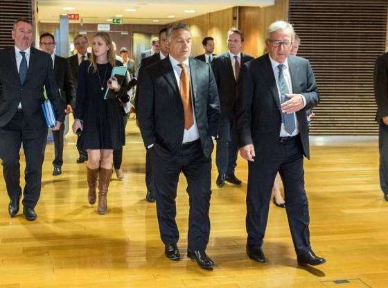 Brüsszel, 2015. szeptember 3. A Miniszterelnöki Sajtóiroda által közreadott képen Orbán Viktor miniszterelnök (k), mellette Jean-Claude Juncker, az Európai Bizottság elnöke (j) Brüsszelben, az Európai Bizottság épületében 2015. szeptember 3-án. MTI Fotó: Miniszterelnöki Sajtóiroda / Botár Gergely