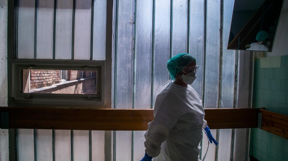 Utólag vontak le az ápolók béréből a Szent János Kórházban
