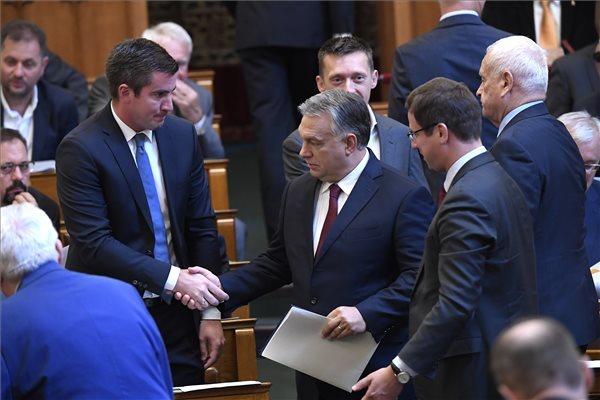 Osztalékbiznisz: 51 millióhoz jutott munka nélkül a Fidesz frakcióvezetőjének családi vállalkozása