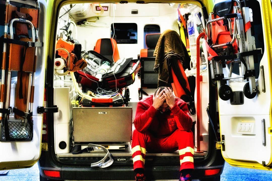 Újraélesztés közben üvöltött a mentősökkel a burzsuj luxusautós